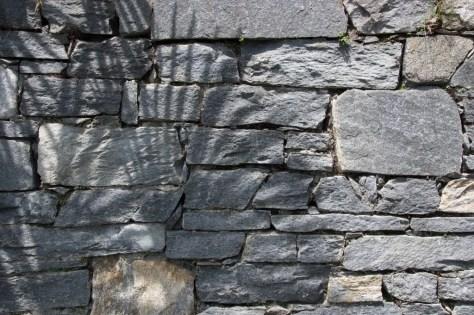 Granit-Mauer