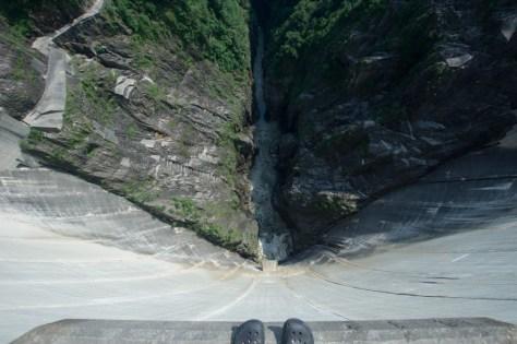 Blick vom Staudamm in die Tiefe