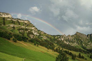 Ein Regenbogen über dem Nüenchamm