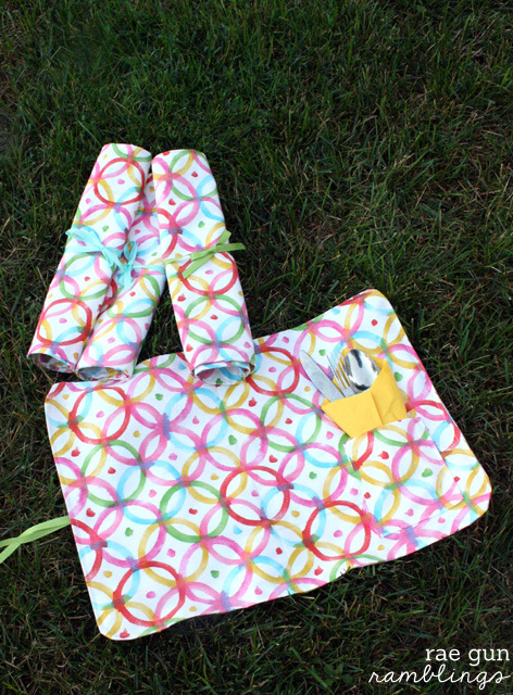 Picnic placemats with a pocket for napkins and silverware and ties for easy storage - Rae Gun Ramblings