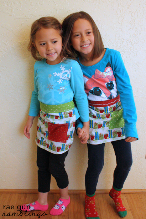 Quick and easy kid apron tutoria10 minute apron tutorial with free pattern - Rae Gun Ramblings