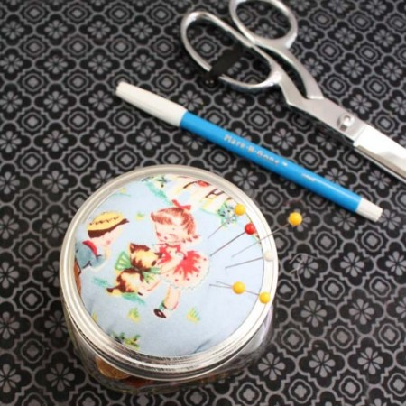 Fun quick project for scraps. Upcycle a mason jar into a pin cushion - Rae GUn Ramblings