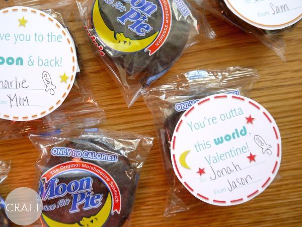 How cute is this DIY Moon Pie Valentine idea
