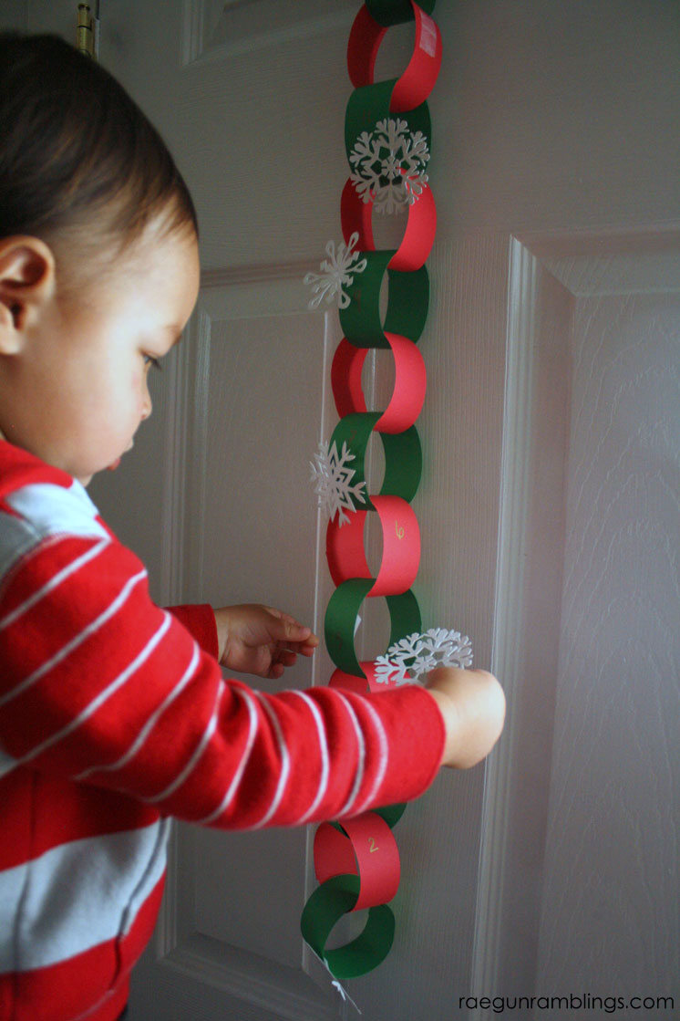 Cute 20 minute advent calendar with good acts to do as a family. great Christmas project.