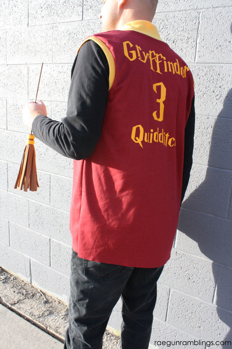 fast and easy harry potter costume. DIY quidditch robe tutorial