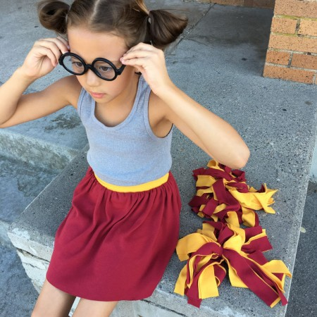 Darling quick and easy sewing tutorial. 30 minute knit skirt (and that's totally Gryffindor inspired!)