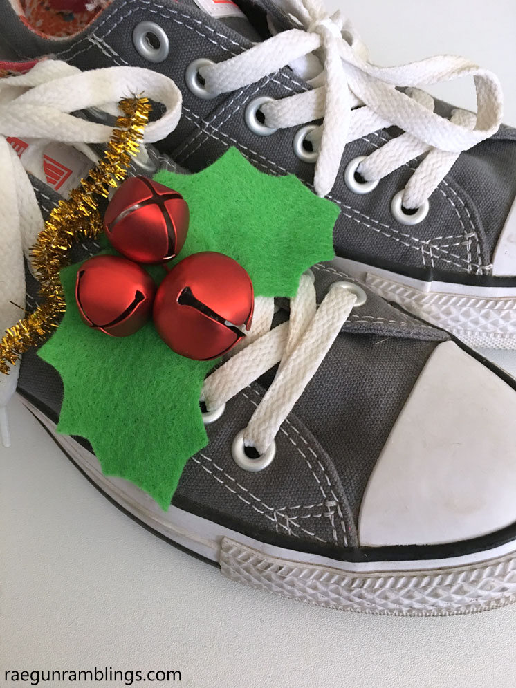 Such a fun way to dress up our shoes for Christmas. Easy jingle bell holly shoe accessories. Full tutorial and free pattern.
