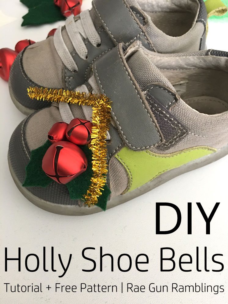 Love this simple Christmas craft. DIY holly shoe bells tutorial and free pattern