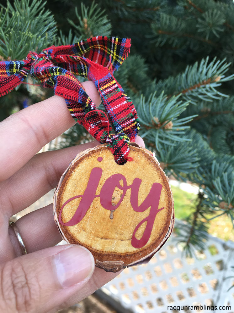 love these simple joy wood slice christmas ornaments. so easy to customize on the cricut