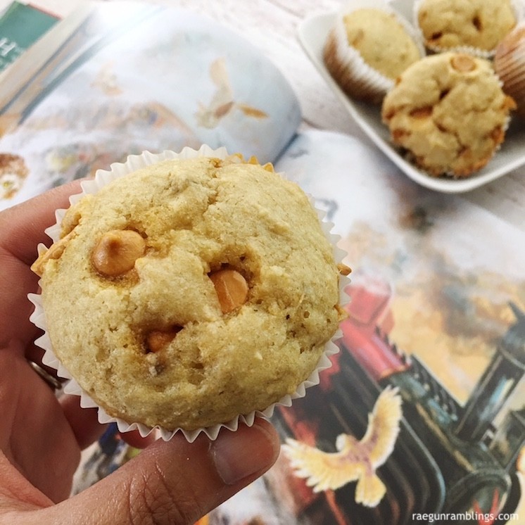 These banana butterbeer muffins are the perfect breakfast recipe for any Harry potter fan