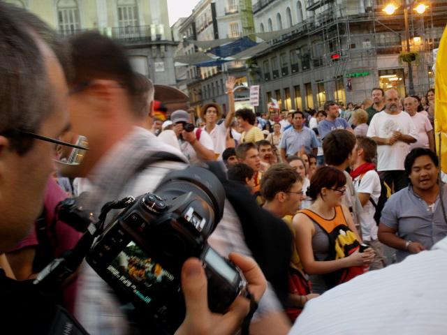 """Cristianos rezando ante su """"martirio"""" frente a los ateos del circo de la Puerta del Sol"""