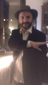 ¡Un rabino haciendo La Quenelle!