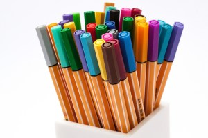 a multitude of colored pencils with different colored tops to illustrate flexibility of viewpoint