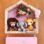 Porta Maternidade Safari na Casinha - Raiane Barros - Bichinhos em Crochê
