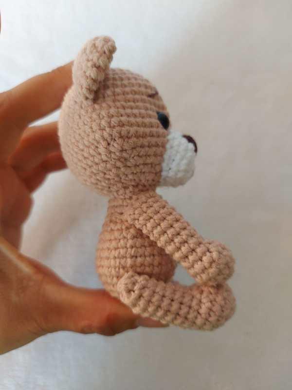 Ursinho Amigurum Baby Na Mão de Lado - Rosi Barros