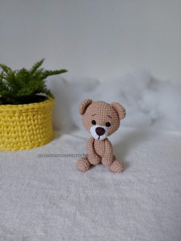 Ursinho Amigurumi Baby Sentado Lado 1- Rosi Barros
