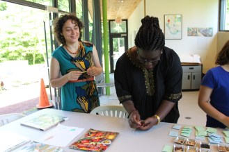 Raíces Seed Library Member and EcoCulture Community Action Team member Sylvia shelling beans.