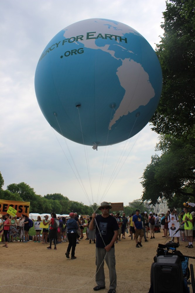 Raíces Director Francisco G. Gómez with the Mercy for Earth Balloon before the march.
