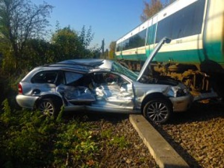 drivers disobey level crossing safety rules at their peril