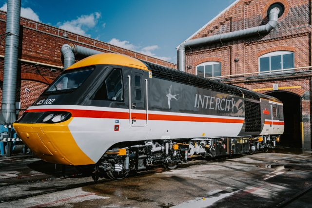 Power car 43102 that broke the intercity world speed record, painted in its original Intercity Swallow livery