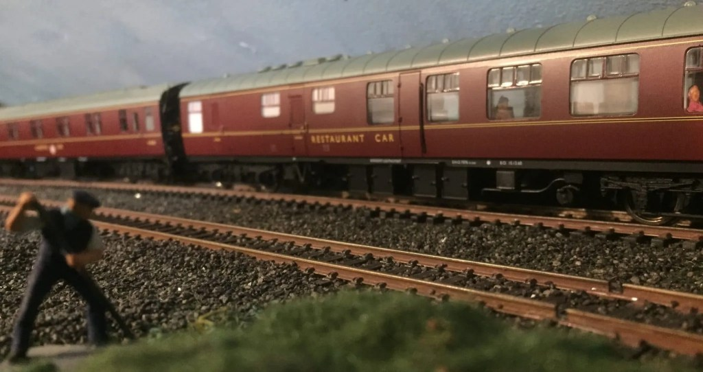 Realistic model railway weathering of coaches and rolling stock 00 gauge