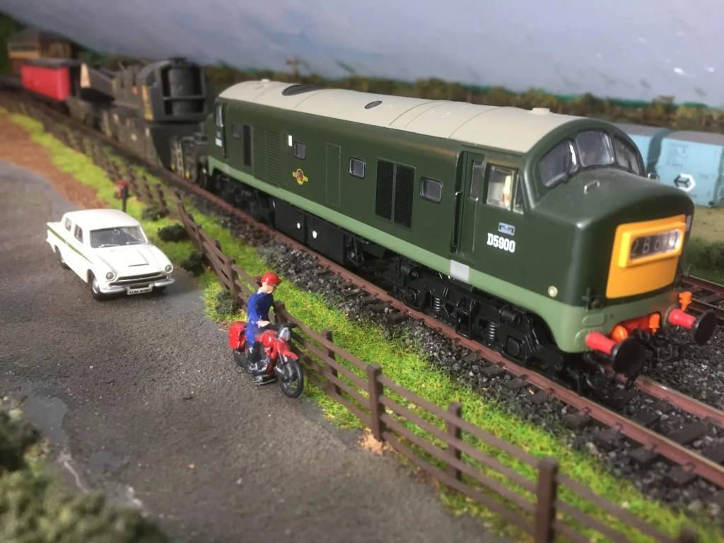 Baby Deltic D5900 working an engineers breakdown train