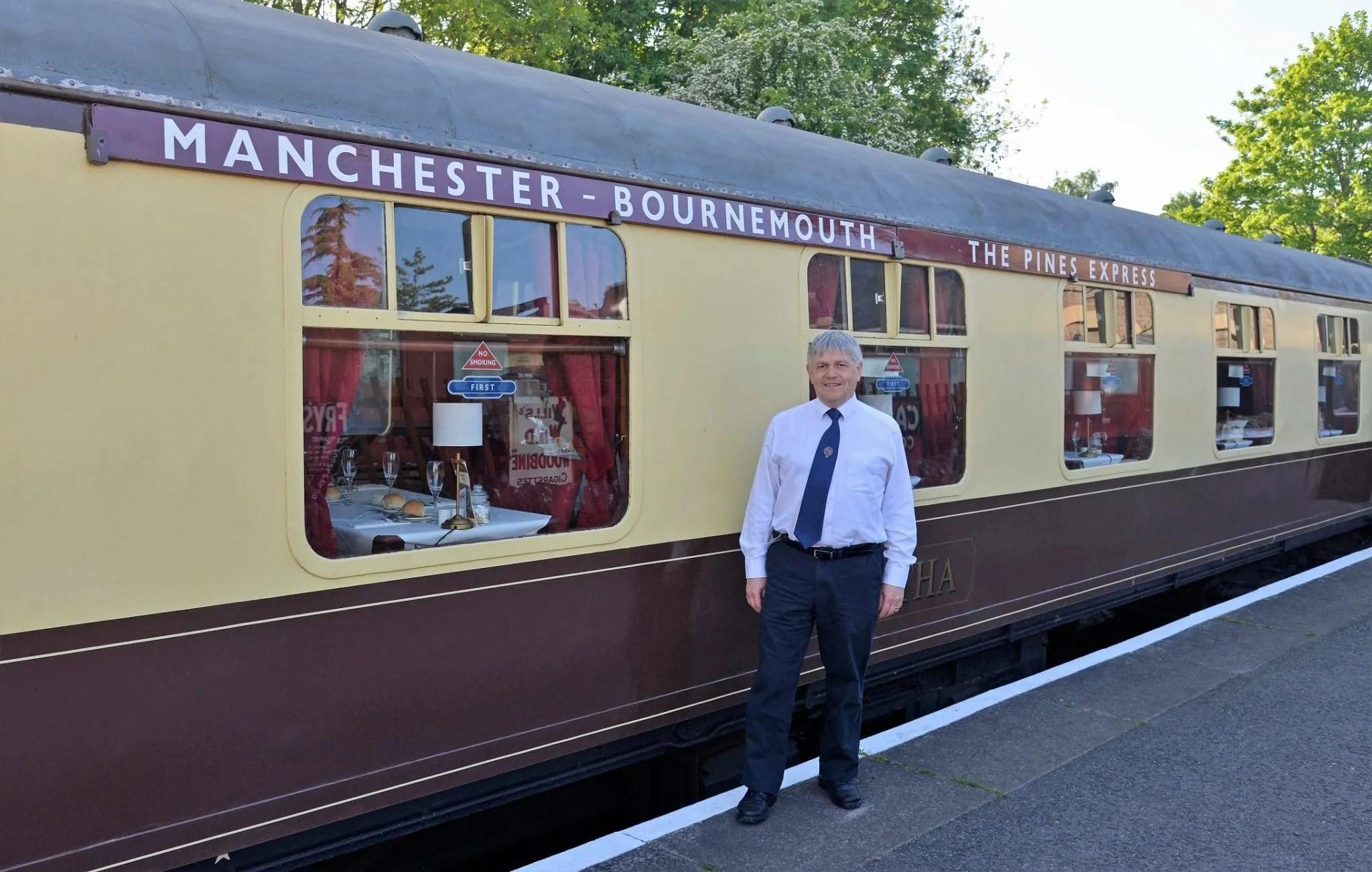 The RailwayBlogger dismebarks from the Bath Railway Society Jubilee dinner train
