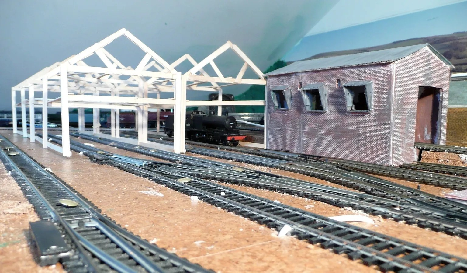 Positioning of the model railway 00 gauge shed on site