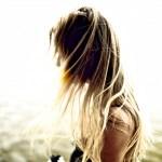 unscharf. Lass Deine Haare fliegen.