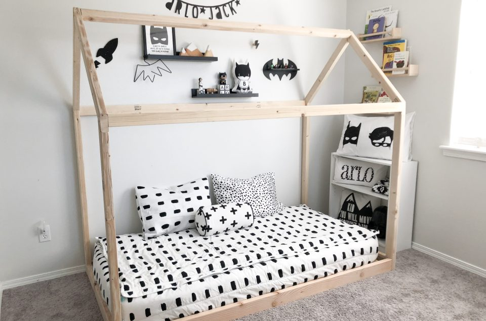 diy montessori floor house bed arlo s monochrome toddler boy bedroom rain and pine. Black Bedroom Furniture Sets. Home Design Ideas