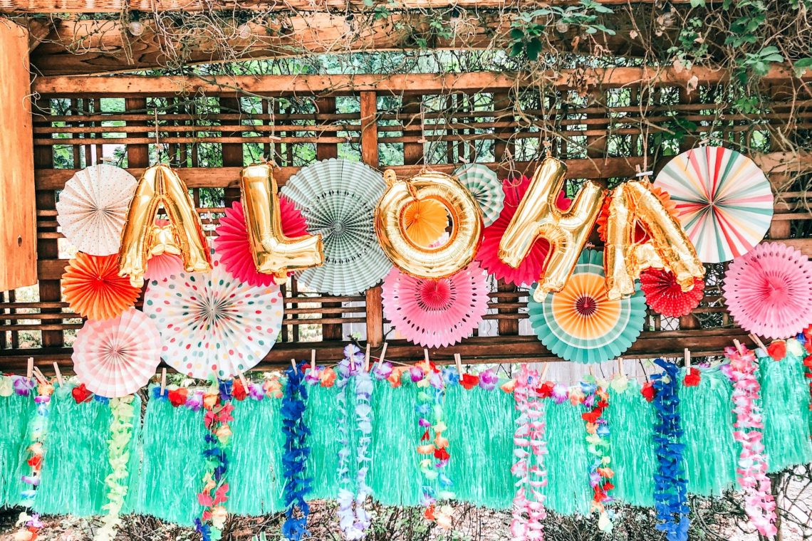 "DIY Hawaiian ""Aloha"" Themed Kid's Backyard Birthday Party ..."