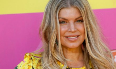 Disastro Fergie, canta l'inno americano ma viene massacrata. (VIDEO)