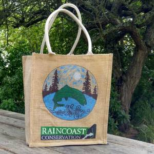 The Raincoast reusable burlap bags sits on a picnic table.