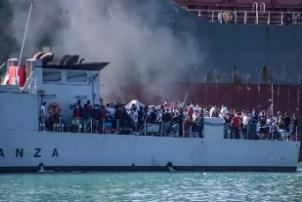 Migranti, ancora sbarchi a Lampedusa. Nella notte 130 nuovi ...