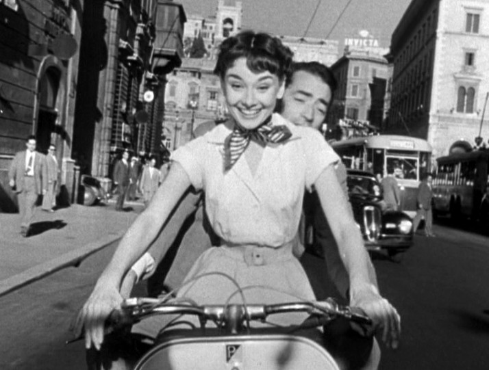 Audry helpburn and Gregory Peck on a vespa in Rome