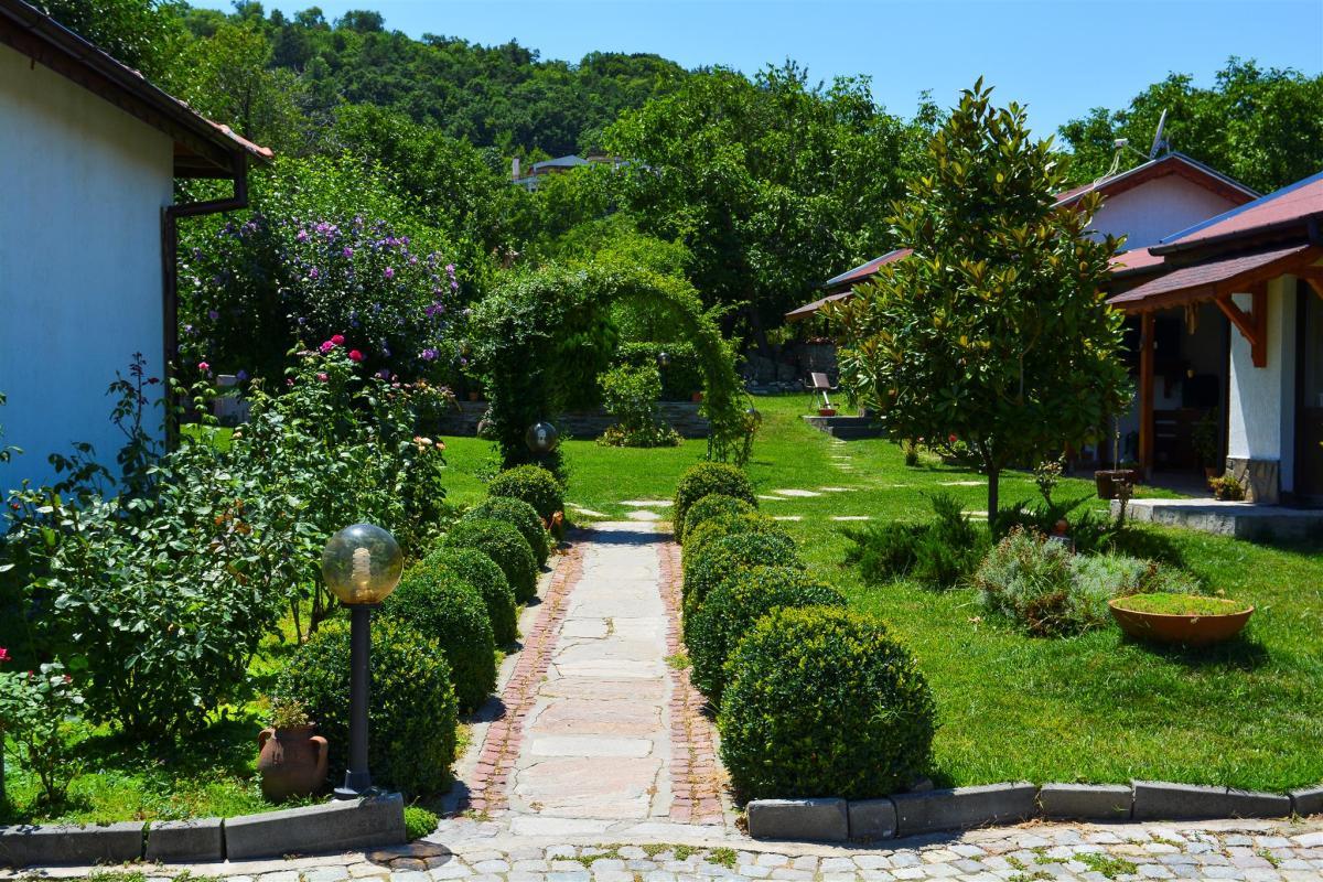 Арка двор на Къща за гости Райски Кът Мезек