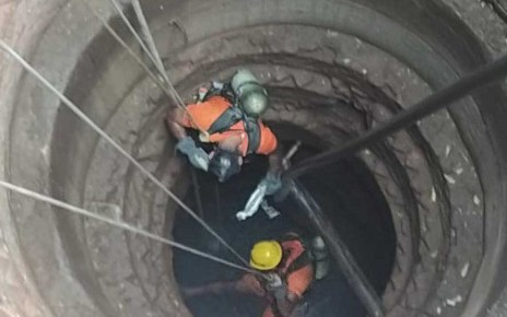 Rescue landed in the well and got death