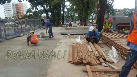 pamasangan lantai kayu decking