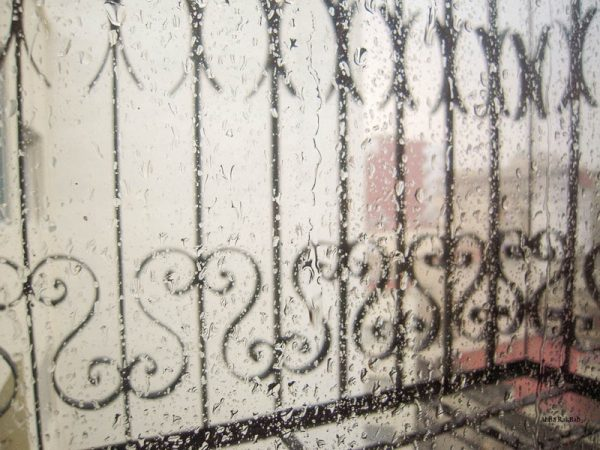 gouttes de pluie fenêtre vitre ferronerie d'art