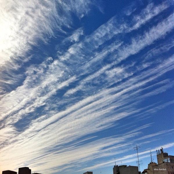 Ciel bleu voiles de nuage