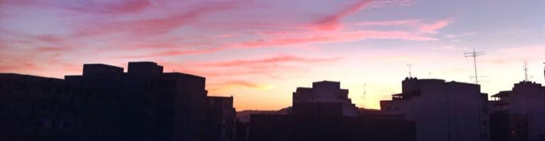 Lever du soleil Tanger Maroc immeubles contre-jour