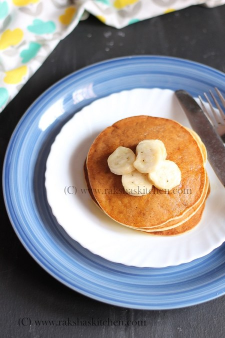 Oatmeal pancakes with banana and eggs