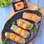 Shrimp Rice Paper Rolls With Spicy Sriracha Dip