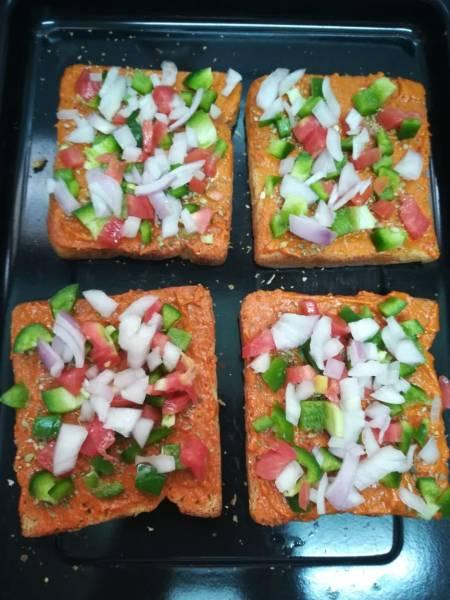 Bread pizza, pizza on bread, pizza with oven, pizza on tava, pizza with bread