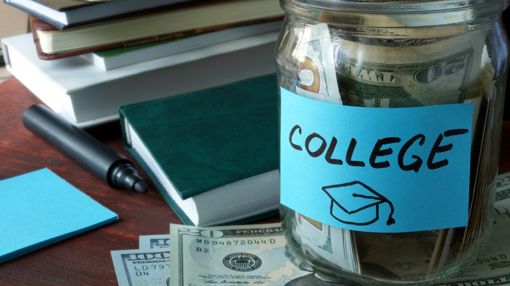 7 Essential Money Saving Apps for College Students
