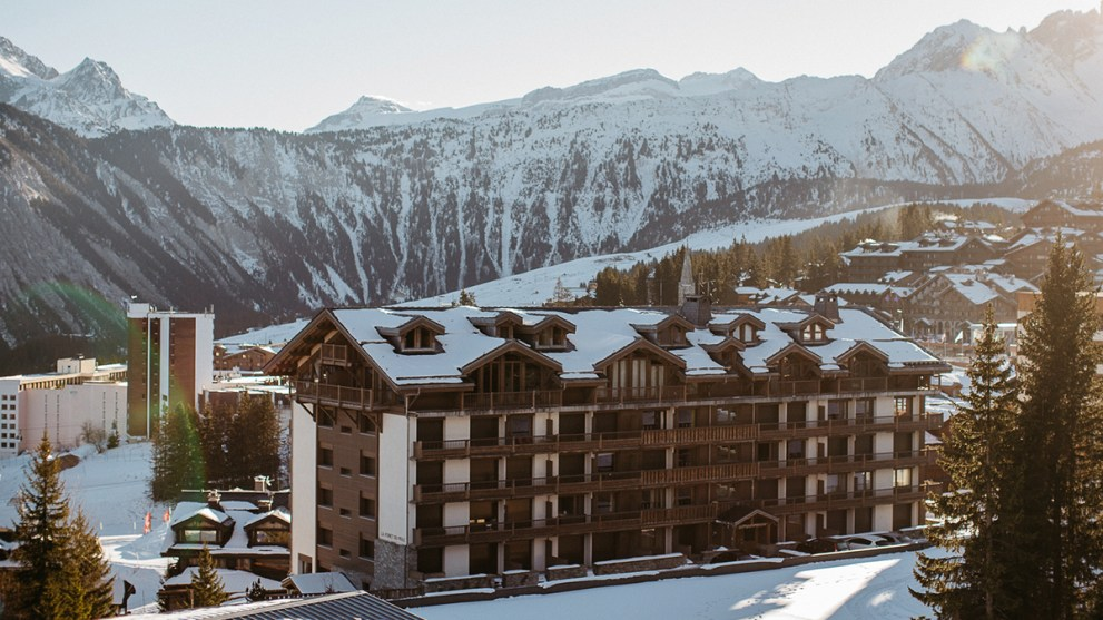 The Top-Rated Ski Resorts by Skiers & How to Save on Your Stay There