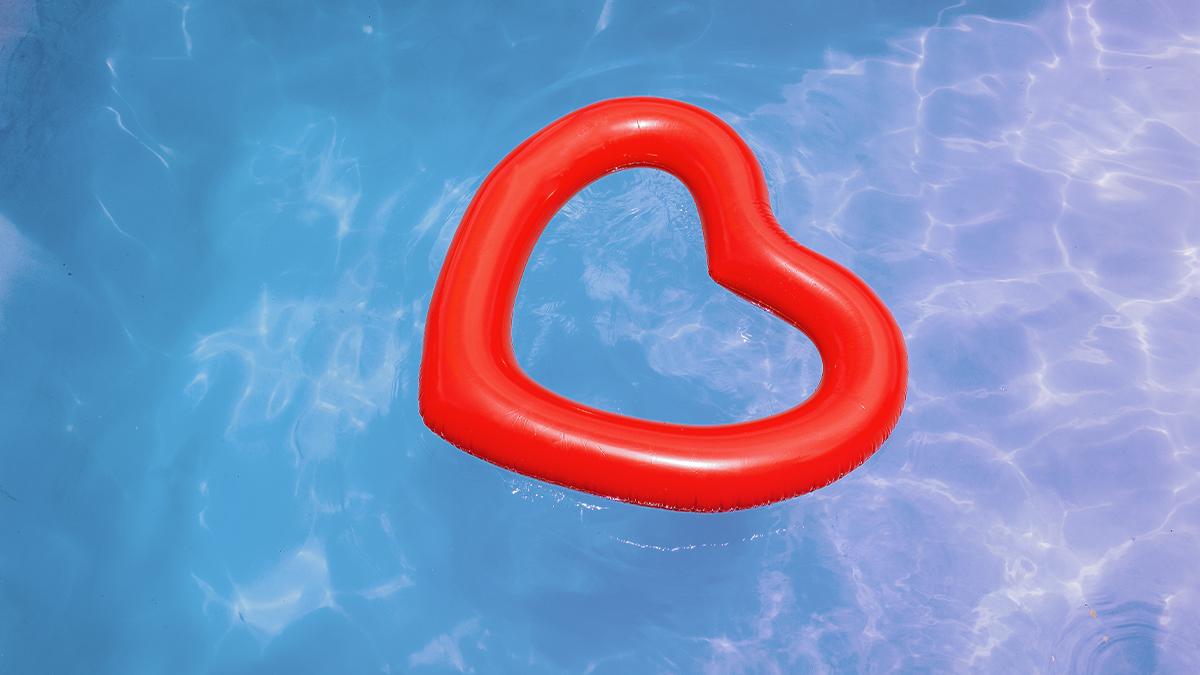 Heart pool float