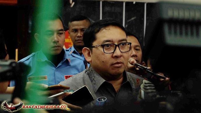 Komentar Fadli Zon Soal Anies yang Tidak Diajak ke Podium Piala Presiden