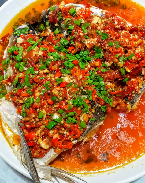 Steamed fish with chilli peppers