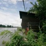 Fischergalgen und Fischerhäuschen am Basler Rhein